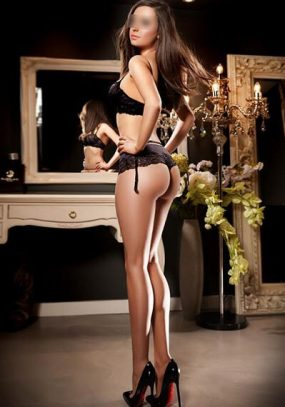 Meet Jessica a Blue-eyed Brunette British Escort in Knightsbridge, London