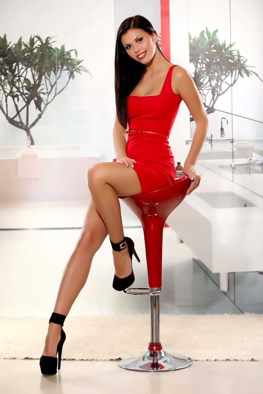 Alya Earls Court Escort
