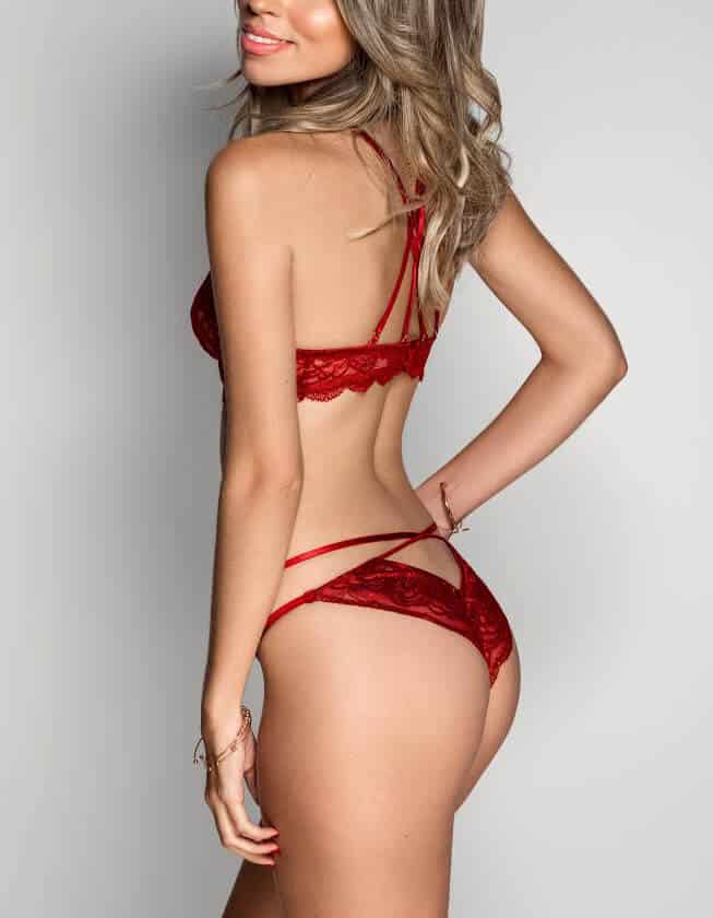 Argentinian Escort Lena is a stunning beauty based in Earls Court, London
