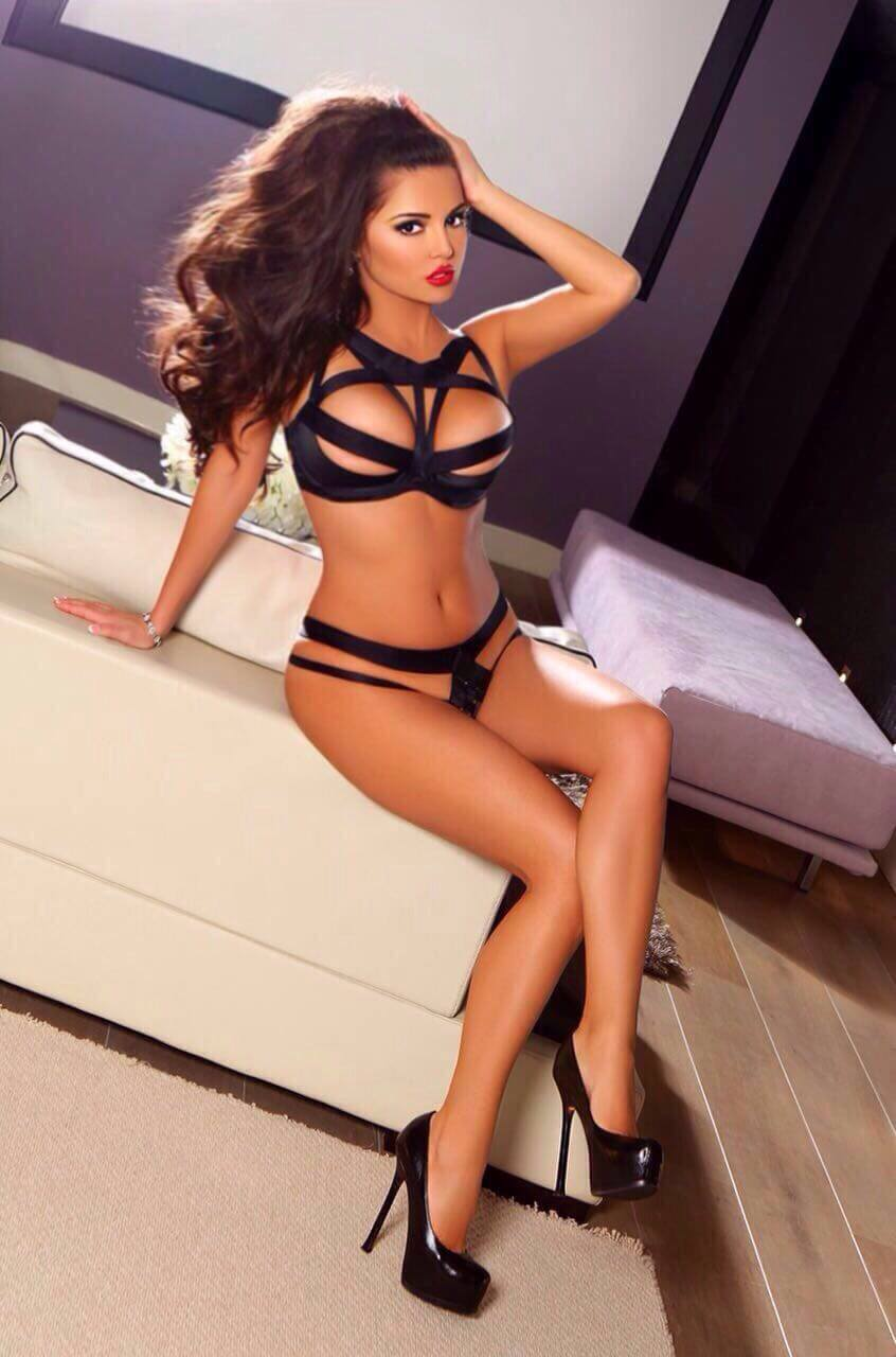 Russian escort Dominika Chelsea Escort