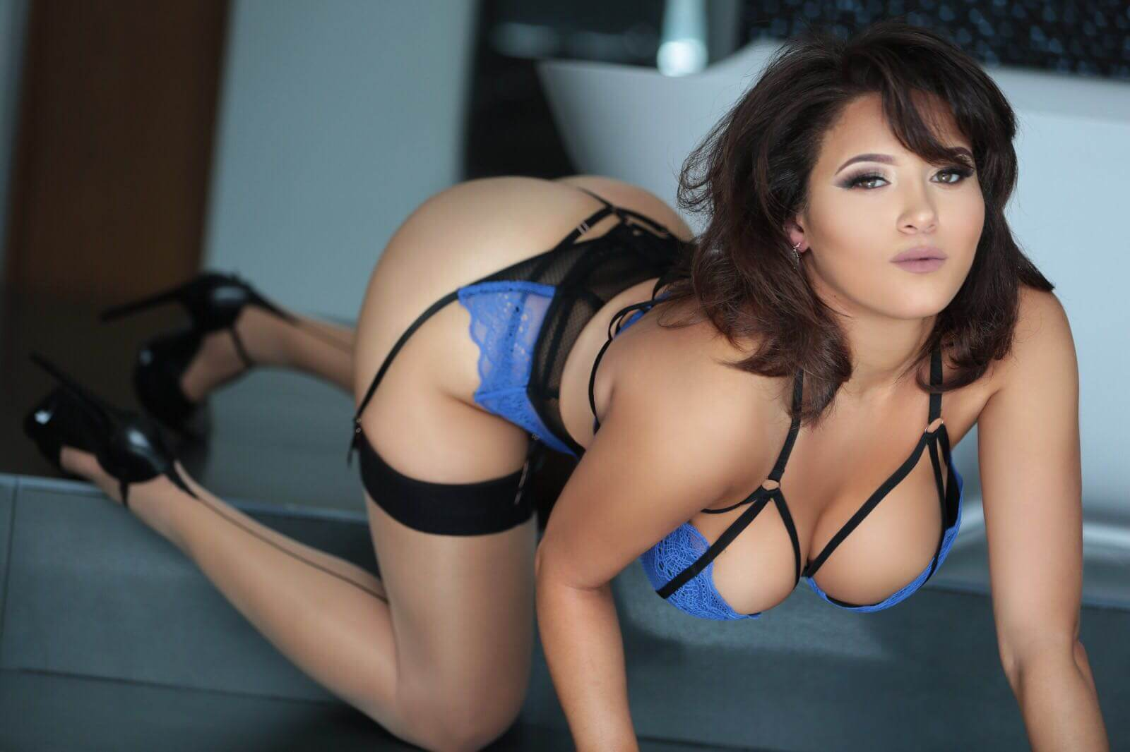 British Curvaceous Escort in Gloucester Road