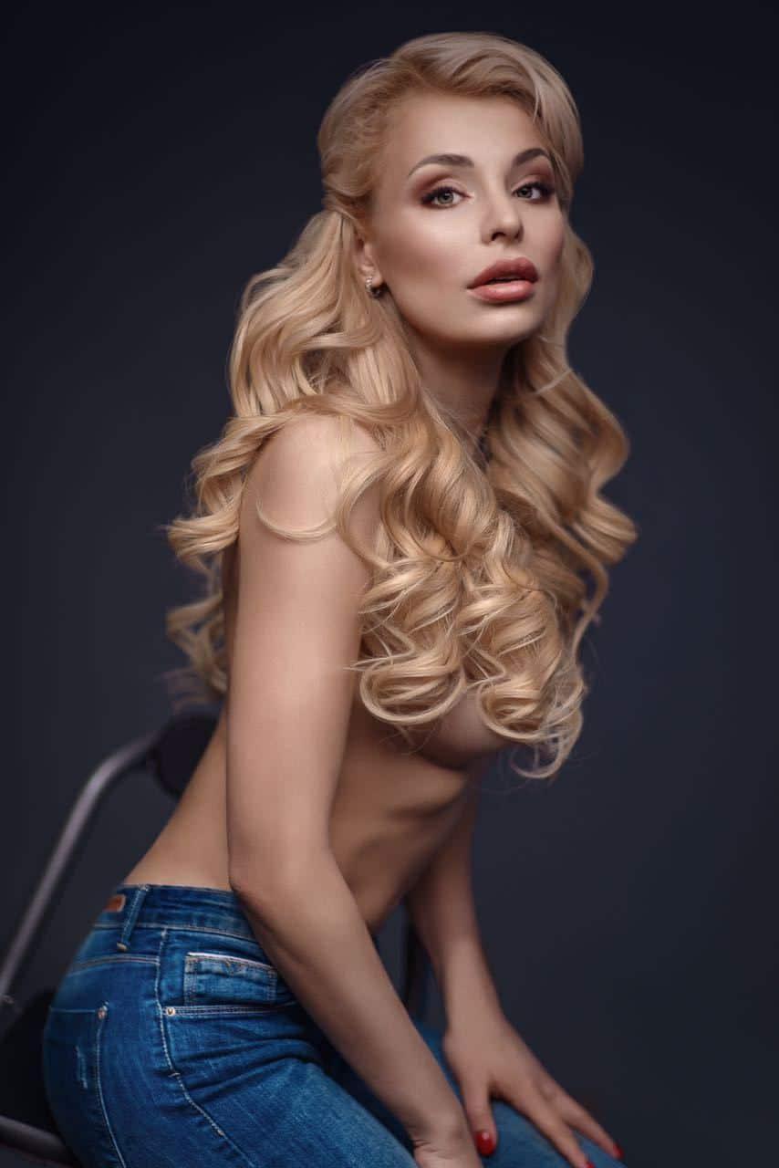 Berta Busty Blonde 2
