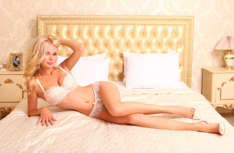 Enrika Earls Court Escort