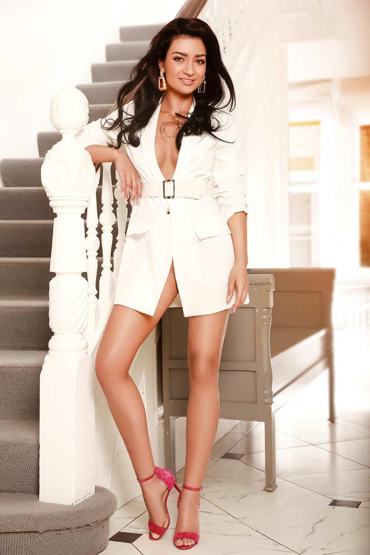 Chantal Elite Brunette Bayswater