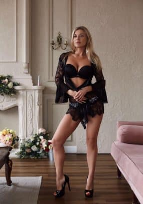 Anaya Earls Court Escort